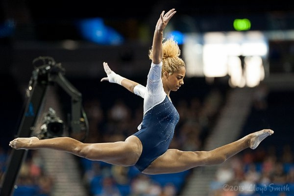 UCLA's Danusia Francis Shows a Full Oversplit